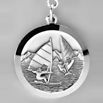 Anhänger Windsurfer, Plakette in echt Sterling-Silber 925, Ketten- oder Schlüssel-Anhänger