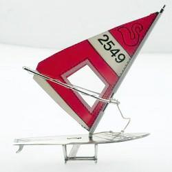 Zierfigur Surfboard in echt Sterling-Silber 925 mit Segel, Standmodell