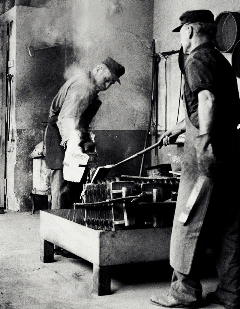 Foto historische Silberschmiede - Gießerei im Sandgussverfahren